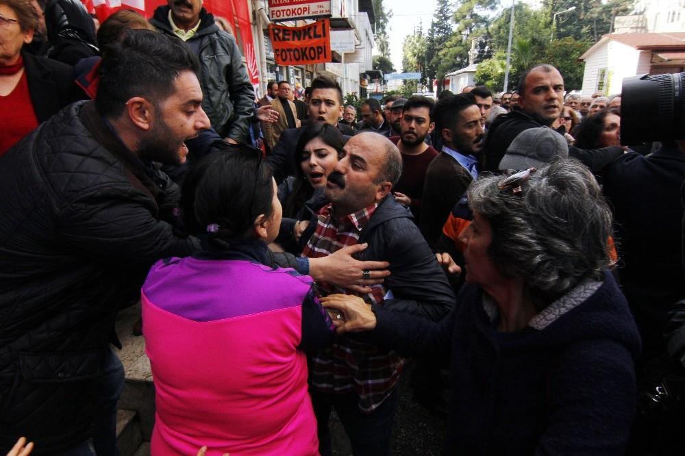 Antalya'da CHP'nin devir teslim töreninde arbede
