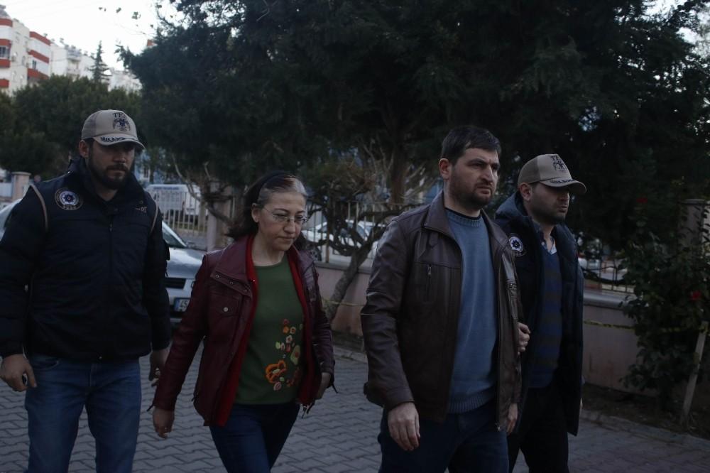 Antalya'da FETÖ firarisi eski hakim ve savcı eşi vitrin arkasında yakalandı