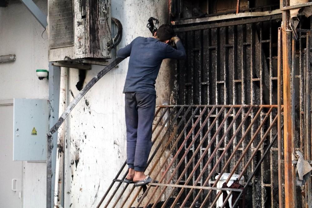 Antalya'da iş hanında yangın
