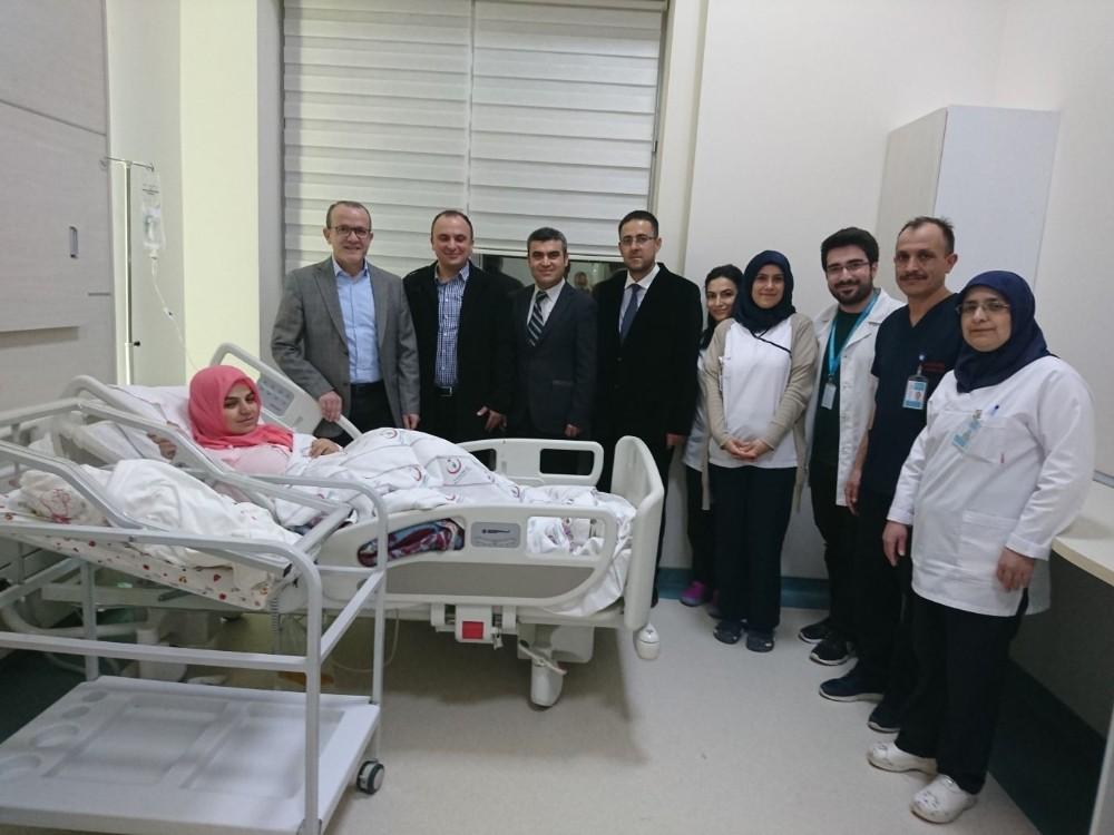 Antalya'da Yılın İlk Bebeği Kepez'de Doğdu