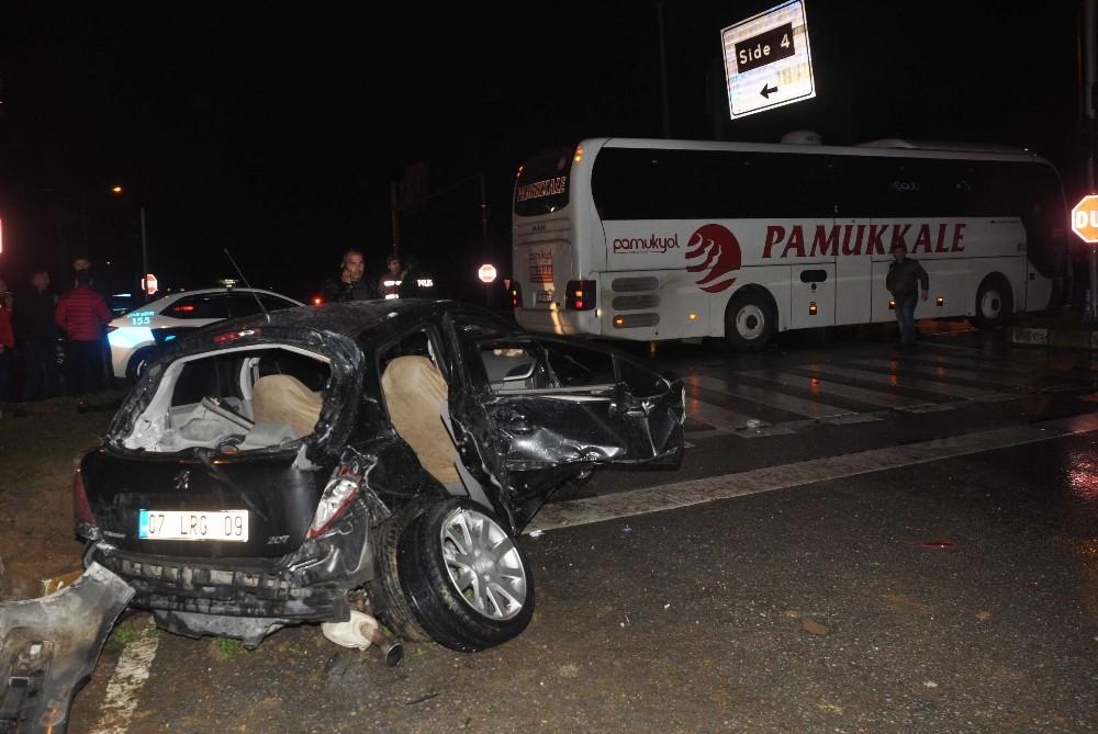 Antalya'da yolcu otobüsü ile otomobil çarpıştı: 1 ölü, 2 yaralı