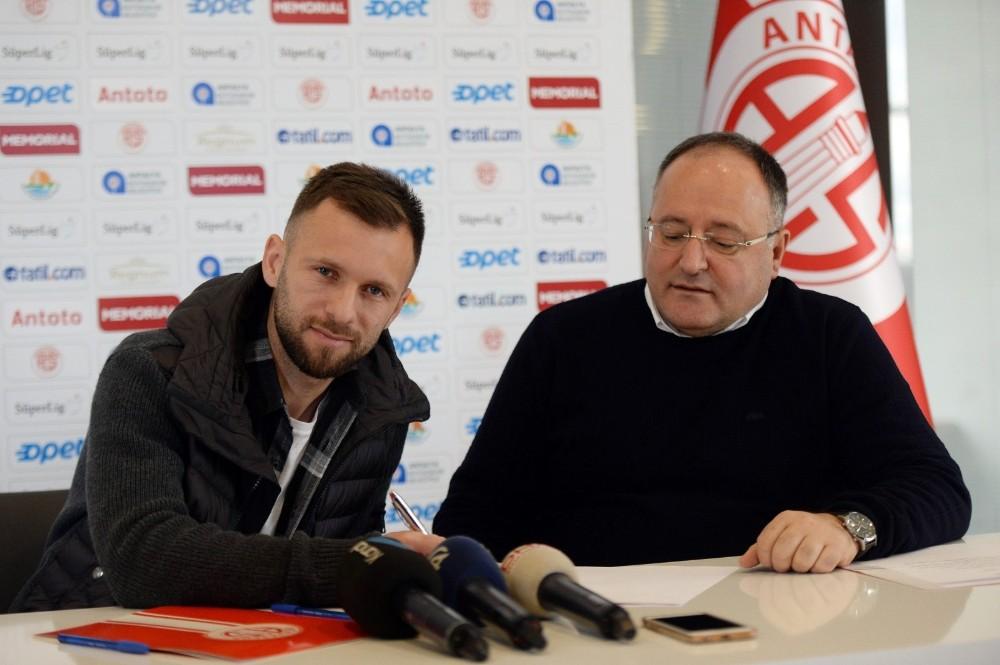 Antalyaspor, Hakan Özmert'i kadrosuna kattı