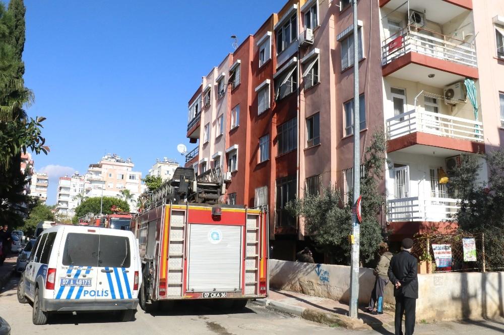 Apartmanın zemin katındaki dairede çıkan yangın korkuttu