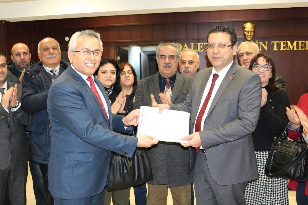 CHP il Başkanı Kumbul mazbatasını aldı
