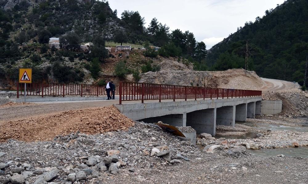 Demre Çayı Köprüsü hizmete açıldı