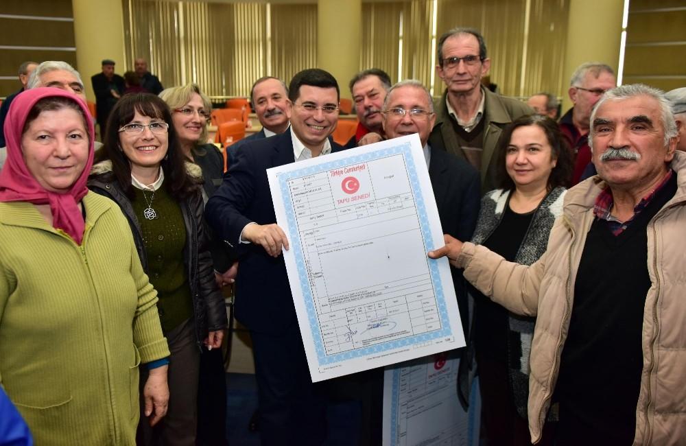 Dokuma'nın temsili tapusu, fabrika çalışanlarına verildi