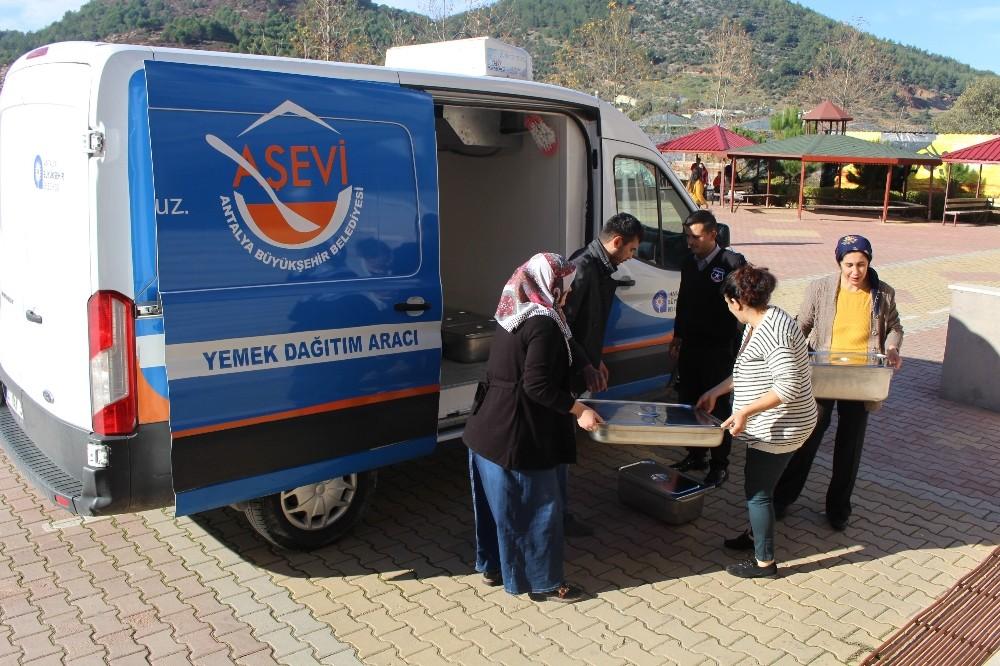 Gazipaşa'daki 3 okula aşevinden destek