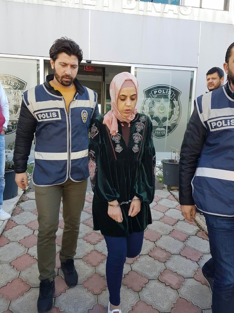 İsrailli kadın AVM hırsızı yakayı ele verdi