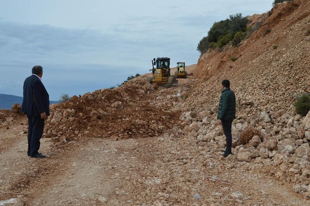Kaş Bezirgan'da stabilize yol çalışmaları başladı