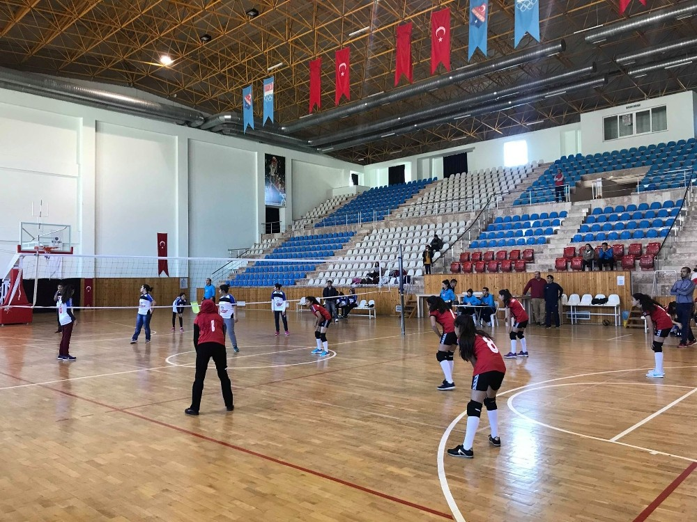 Kumluca'da Voleybol Şampiyonası başladı