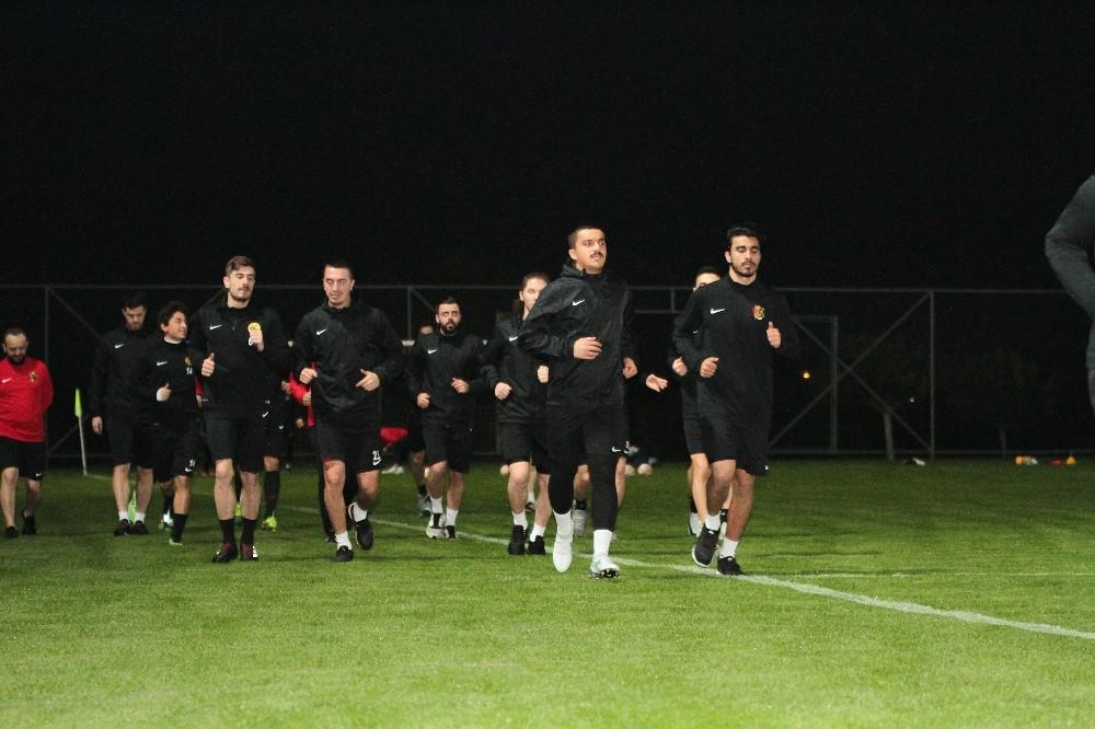 Lara arıtma futbol sahası Eskişehirspor'u ağırladı