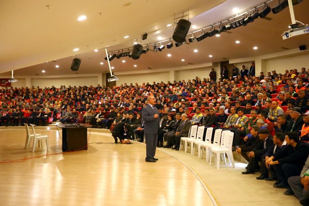 Manavgat Belediyesi'nden Taşeronlara Kadro Semineri