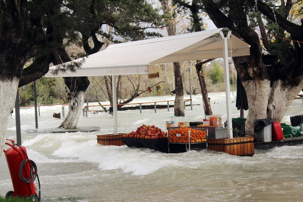 Manavgat Şelalesi sular altında