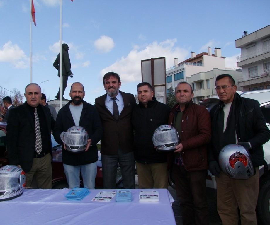 Motosiklet Sürücülerine Kask dağıtıldı