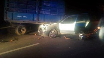 Otomobil, portakal yüklü traktör römorkuna çarptı: 1 ölü, 3 yaralı