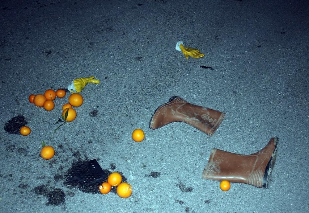 Portakal çuvalıyla yolun karşısına geçerken kamyonun altında kaldı