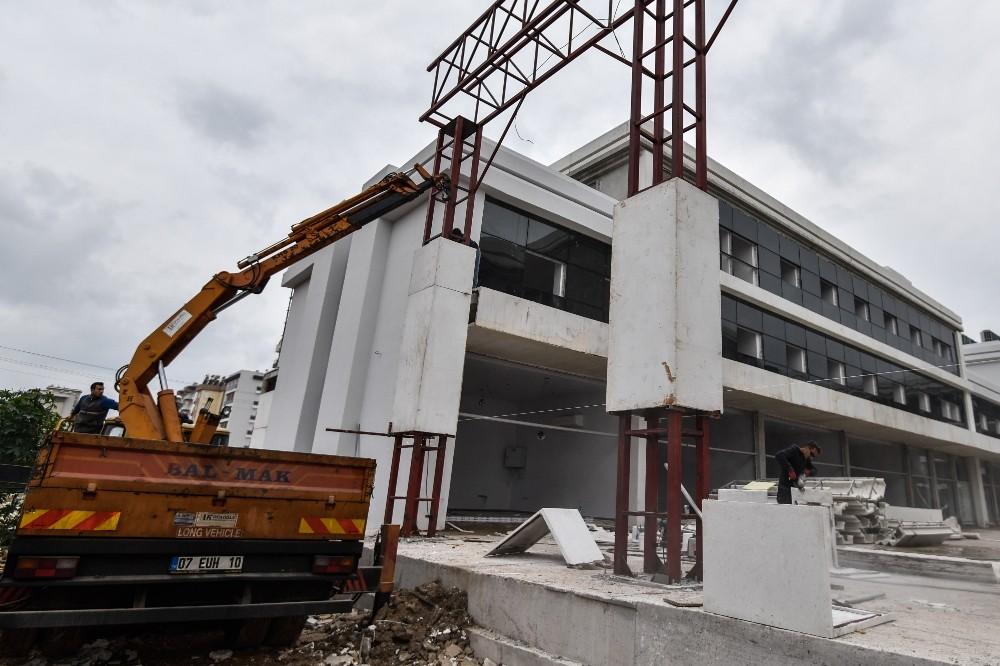 Sivil Toplum Merkezi inşaatında sona doğru