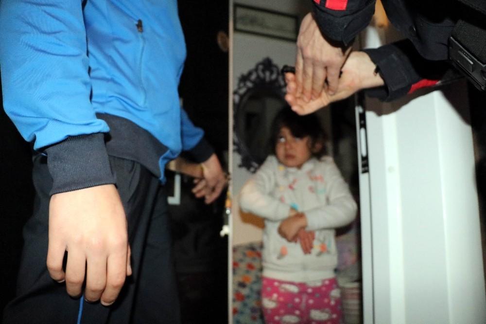 5 yaşındaki Iraklı kızı polis kurtardı