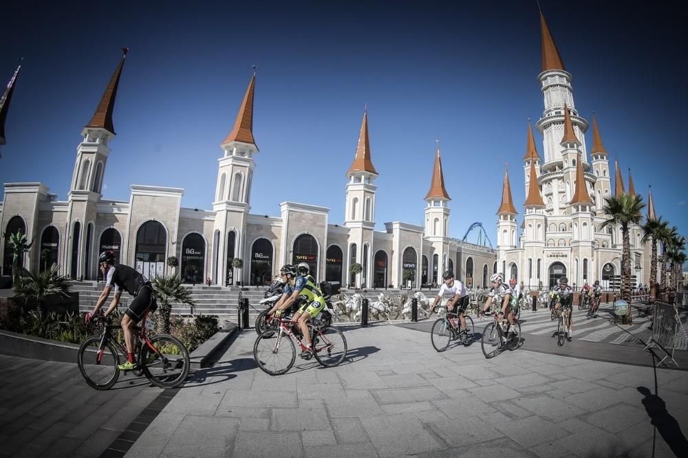 AKRA Gran Fondo Antalya'da 460 bisikletçi mücadele etti.