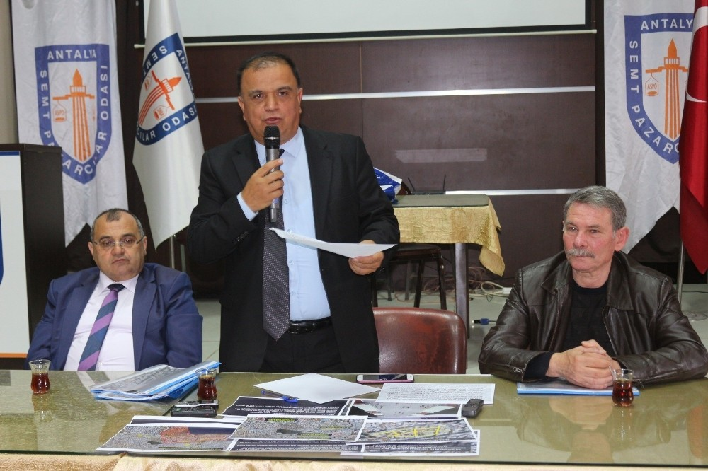 Antalya'da Cuma pazarı tartışması