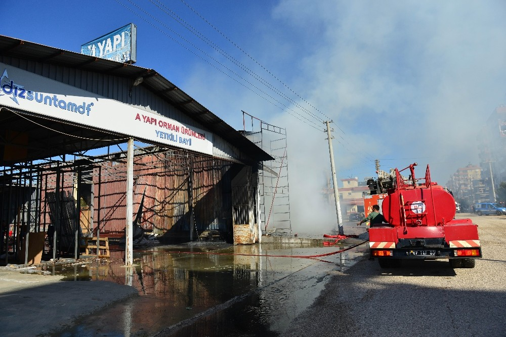 Antalya'da iş yeri yangını