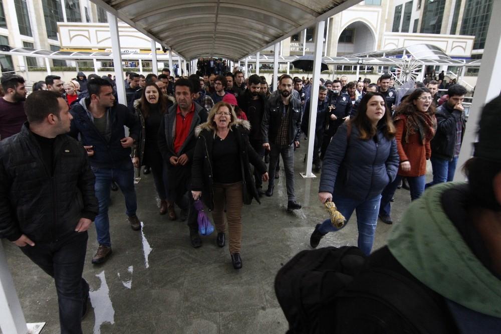 Antalya'da izinsiz açıklamaya polis müdahalesi