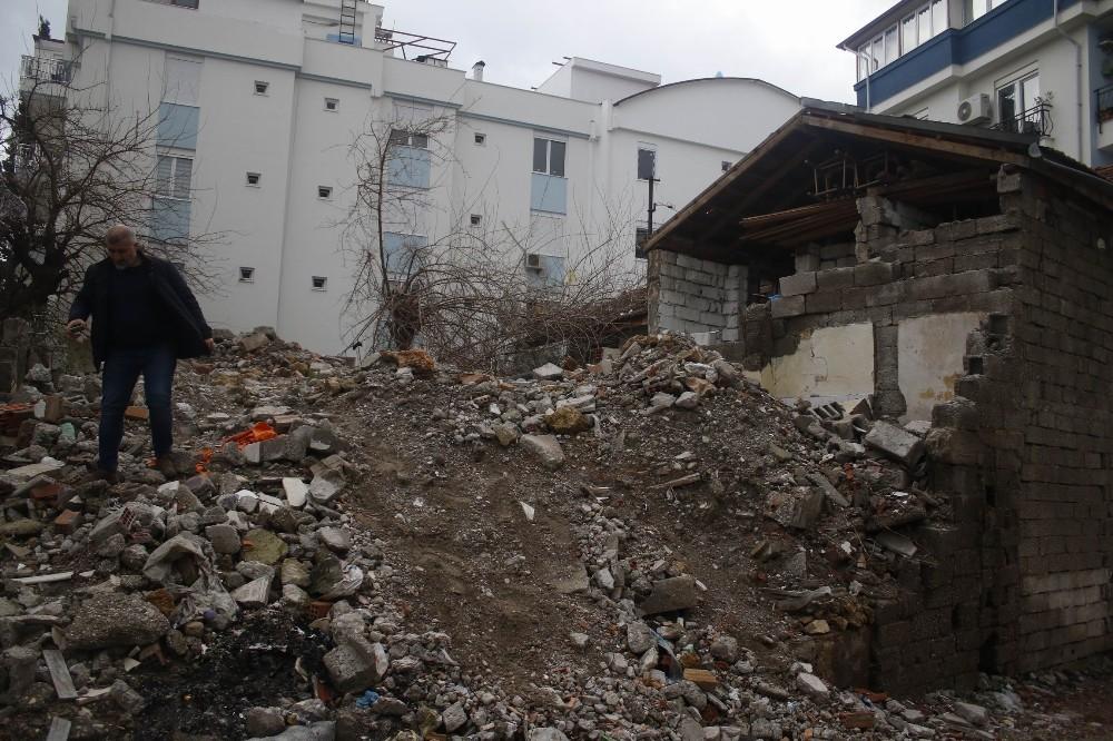 Antalya'da kullanılmayan binada şüpheli ölüm