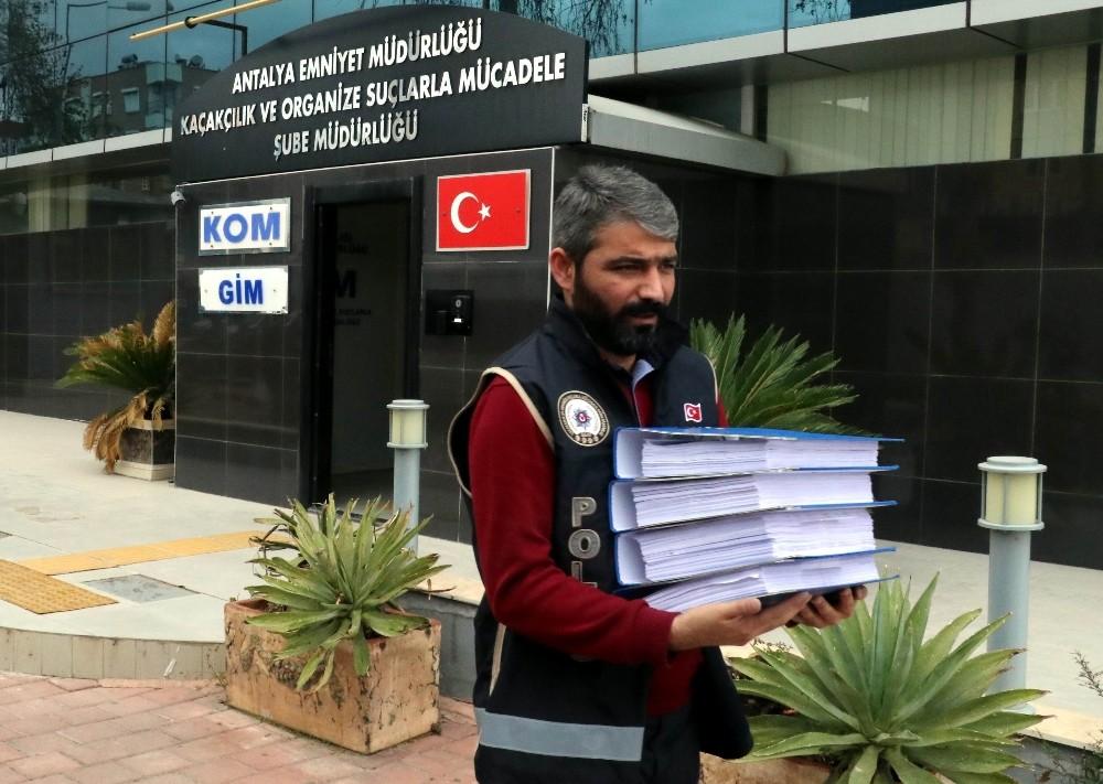 Antalya'daki rüşvet operasyonu şüphelileri adliyeye sevk edildi