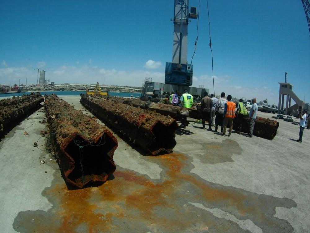 Antalyalı iş adamı Somali'de batık gemi çıkarıyor