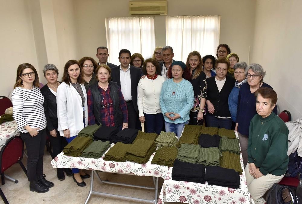 Antalyalı kadınlardan Mehmetçiğe boyunluk