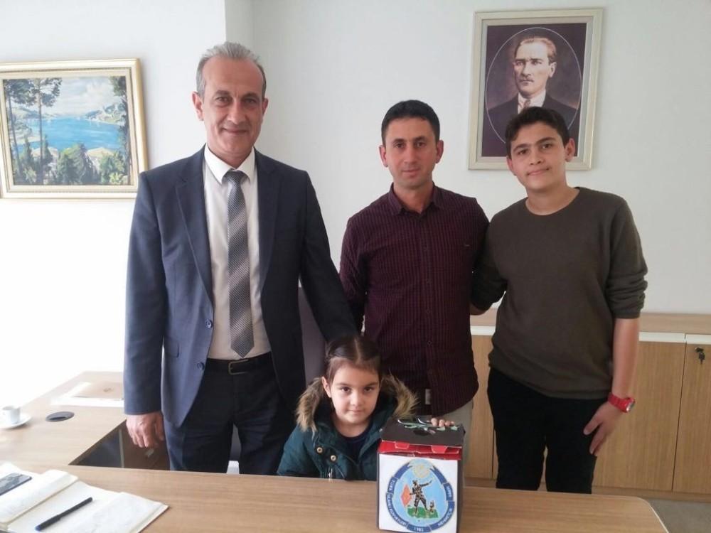 Antalyalı öğrencilerden Mehmetçik Vakfı'na destek