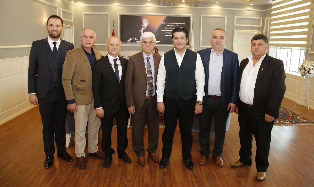 Başkan Genç, futbol turnuvasına katılan muhtarların sertifikalarını imzaladı
