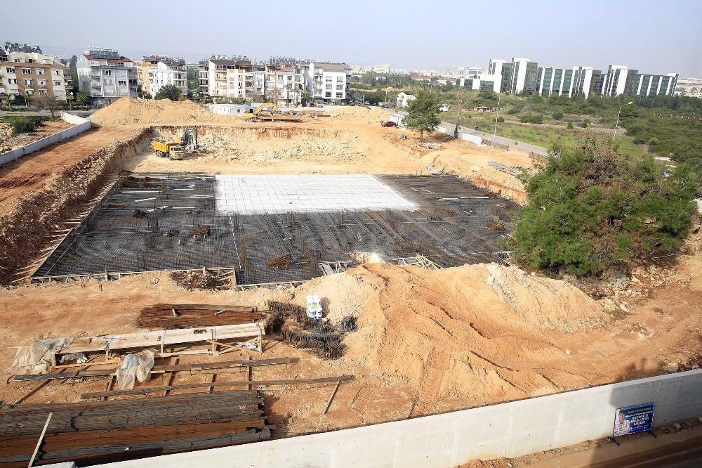 Büyükşehir Konyaaltı'na Kapalı spor salonu yapıyor