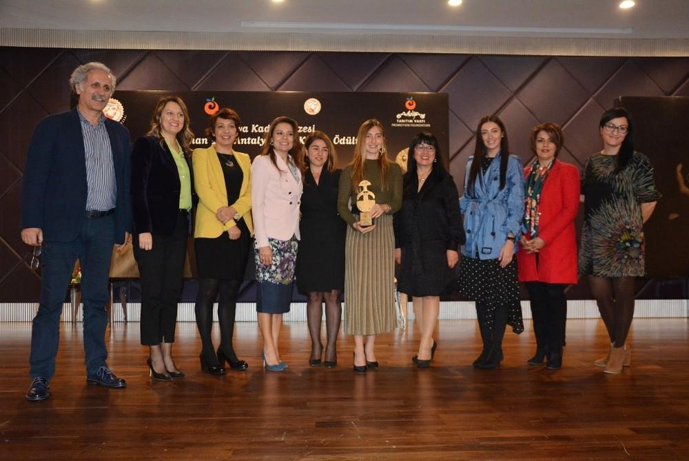 Kaş sevdalısı Şahika Ercümen'e 'Yılın Kadını' ödülü
