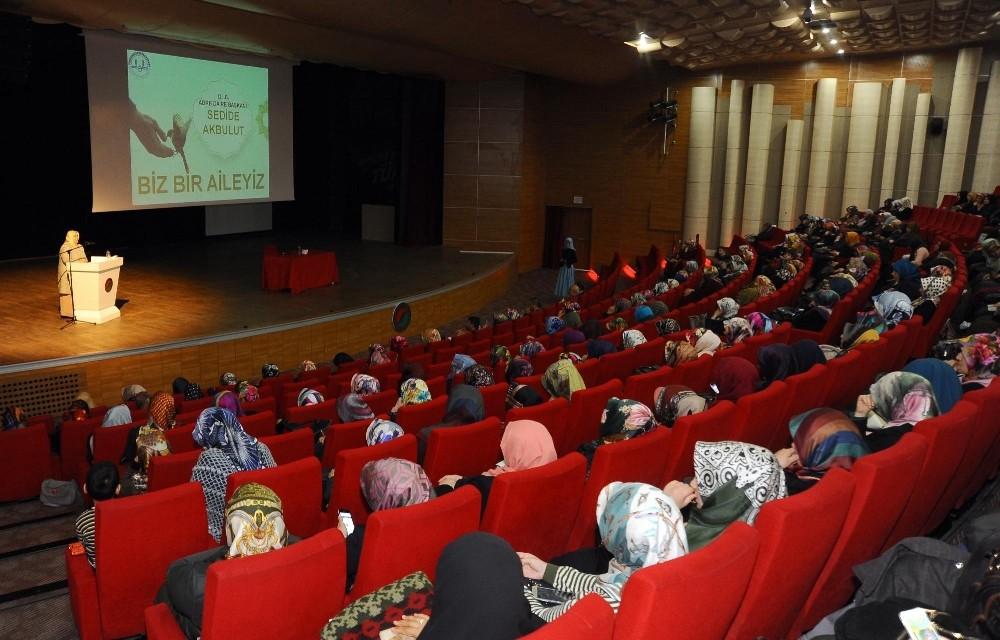 """Kepez'de """"Biz Bir Aileyiz"""" konferansı"""