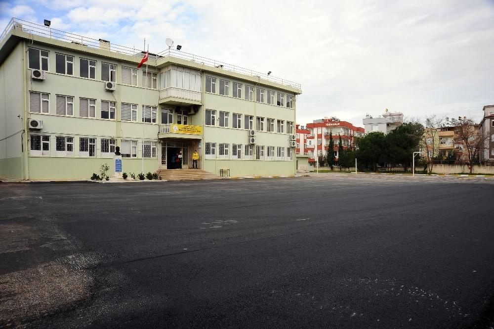Kepez'in okullarına sıcak asfalt