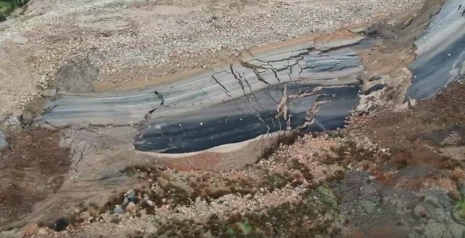 Kumluca'daki heyelanın büyüklüğü havadan görüntülendi