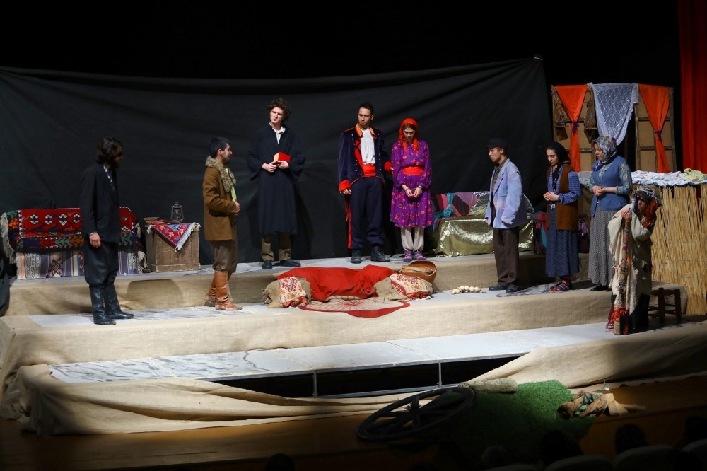 Manavgatlı tiyatro severler İnce Memed'i ile buluştu