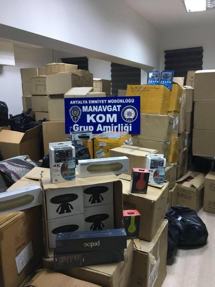 Manavgat'ta gümrük kaçağı elektronik malzeme operasyonu