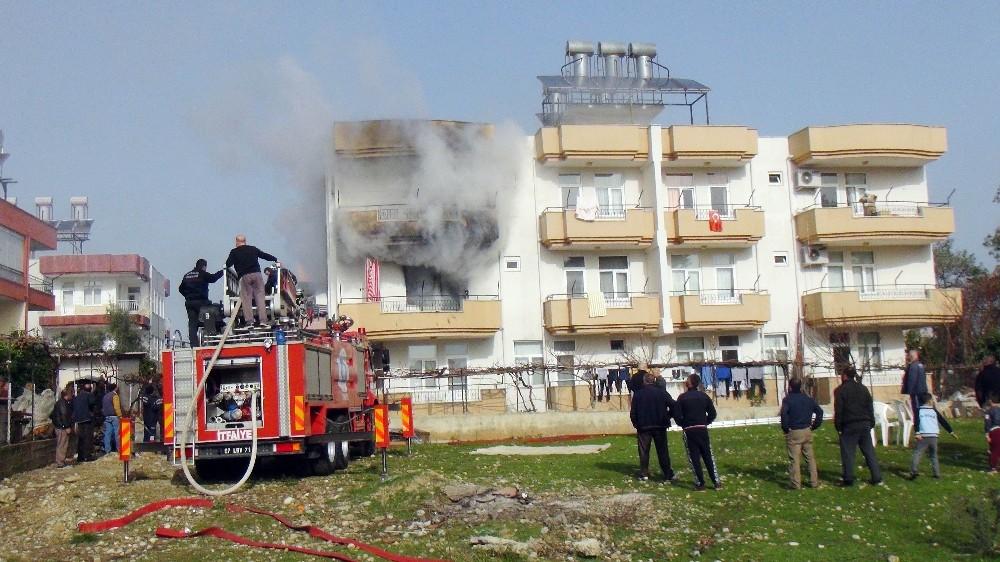 Manavgat'ta korkutan ev yangını