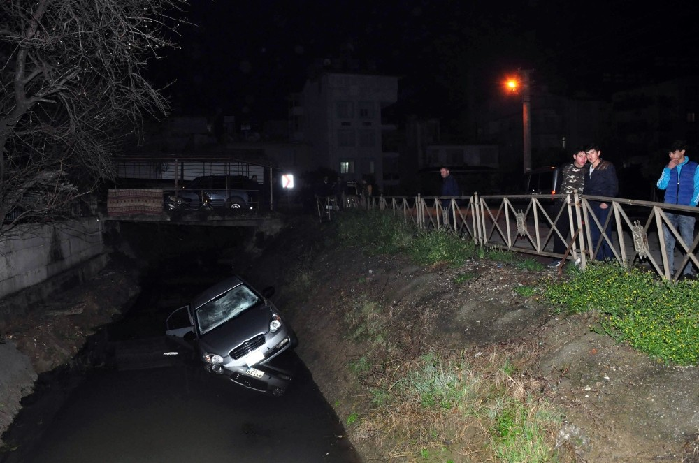 Manavgat'ta otomobil kanala uçtu