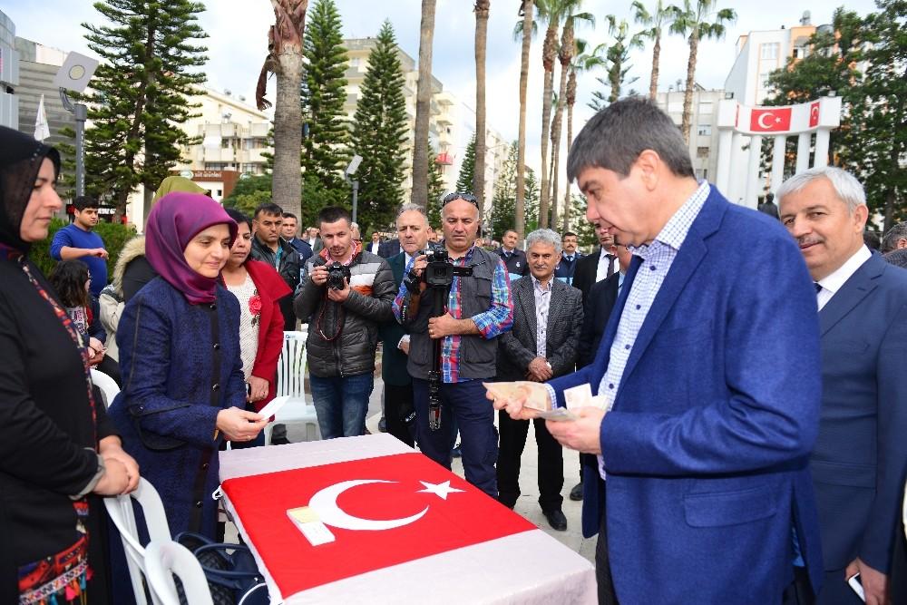 Menderes Türel'den Mehmetçiğe desteki