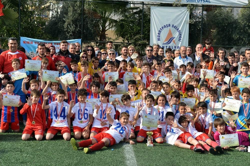 Muratpaşa'da minik yıldızlar için futbol turnuvası düzenlendi