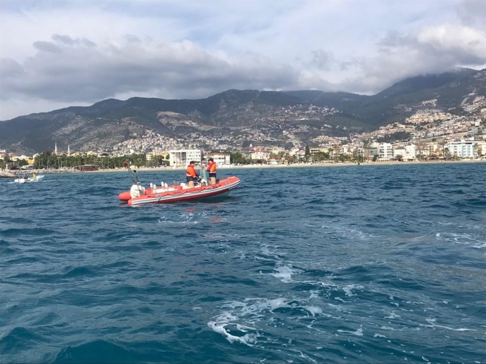 Sahil güvenlik ekiplerinin anında müdahalesiyle boğulmaktan kurtuldu