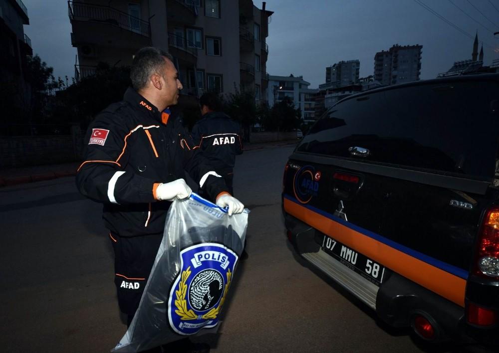 Siyanür alarmına neden olan toz, polis merkezine götürüldü
