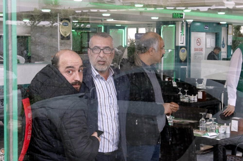 Yemek masasındaki ev pazarlığı İranlı turiste pahalıya mal oldu