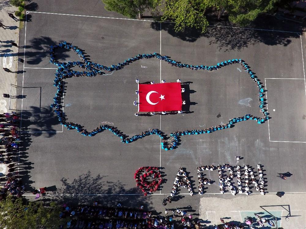Afrin için 360 öğrenci bedenleriyle Türkiye haritası çizdi