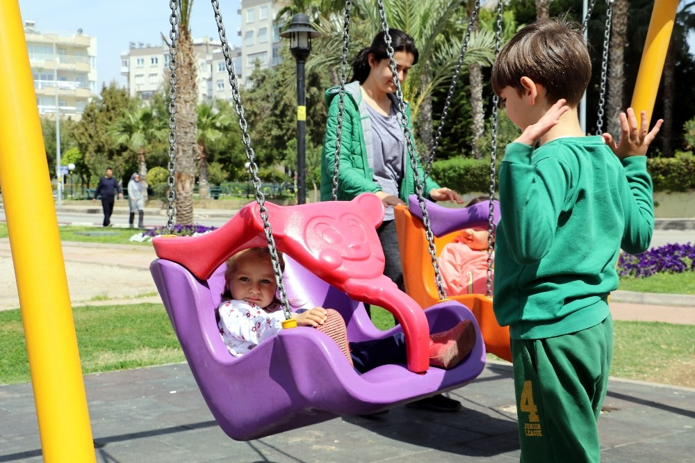 Antalya 'Çocuk Parklarına Kamera Konsun' dedi