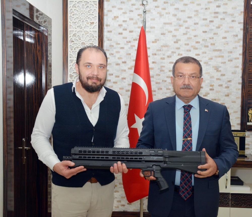 Antalya polisine çok amaçlı operasyon silahı