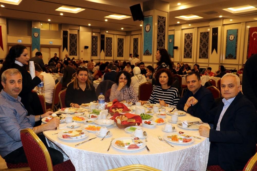 Antalya Sağlık-Sen'den şehit ve gazi yakınlarına bağış
